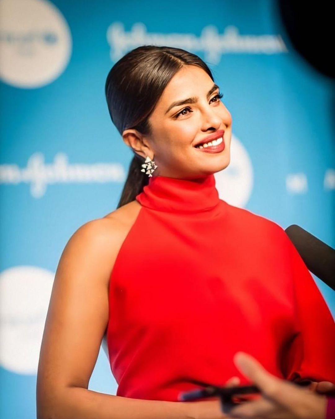 Priyanka Chopra red HD images