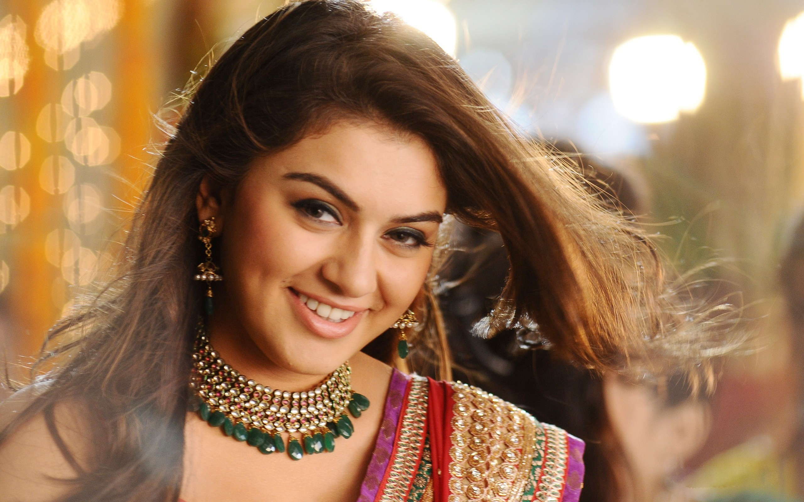 bollywood actress HANSIKA Motwani wallpaper