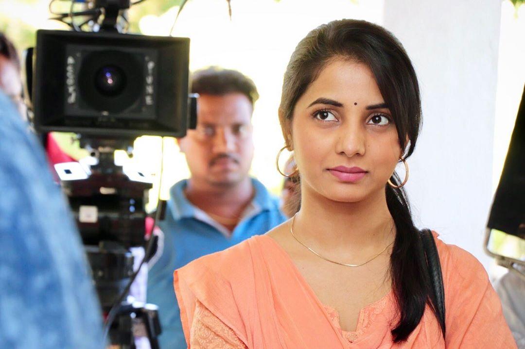 Sayali Sanjeev marathi actress 48