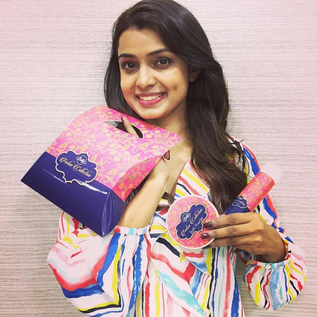 Mayuri Deshmukh marathi actress 47