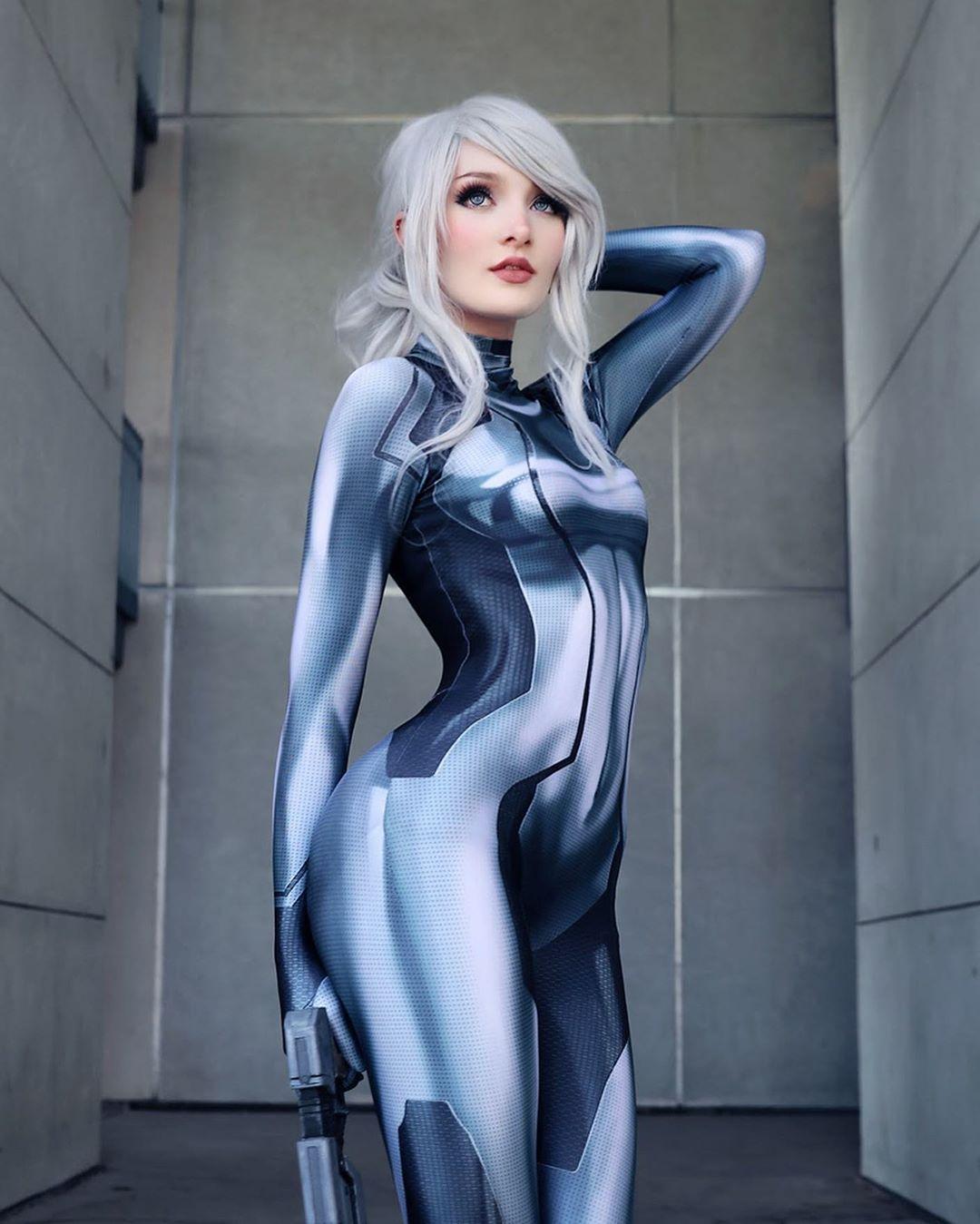 Dark Samus in Her Zero Suit cosplay by aniejoyyy