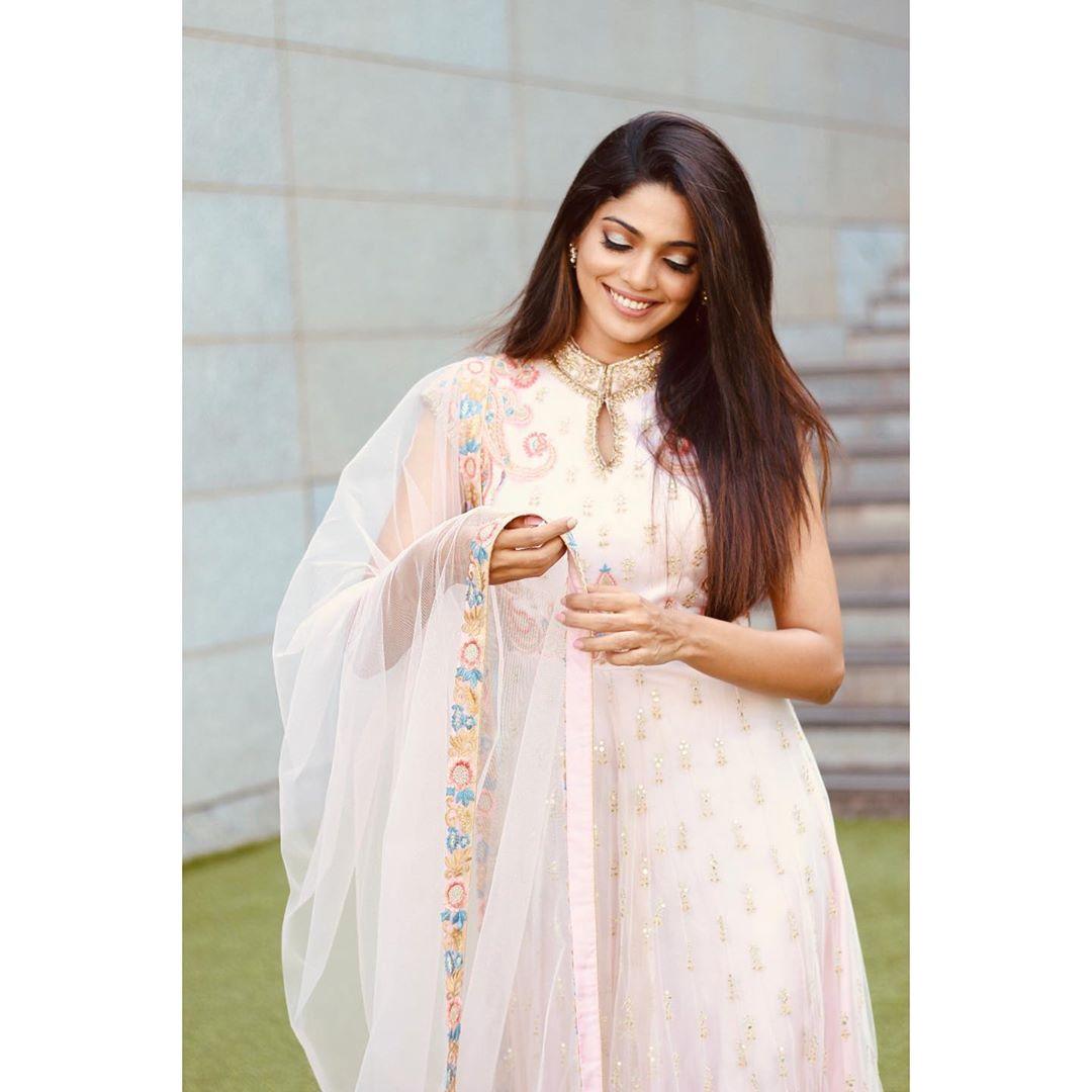 Pooja Sawant marathi actress 71