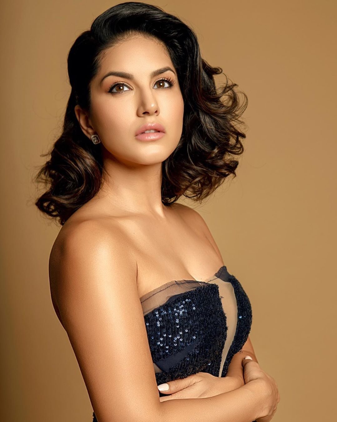 Sunny Leone hot  images in violet dress at filmfare style and glamour awards