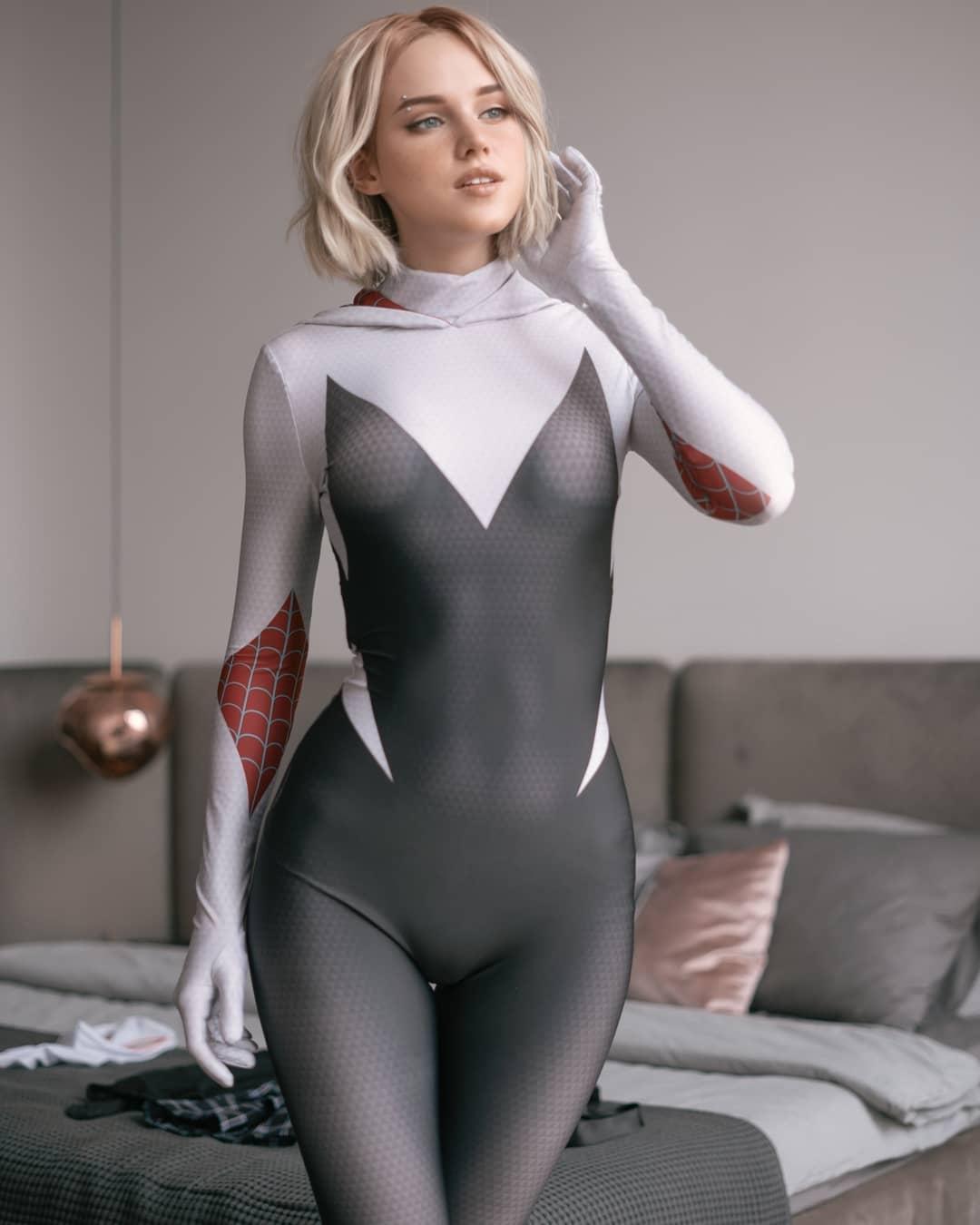 Gwen cosplay by cosplayer Shirogane Sama