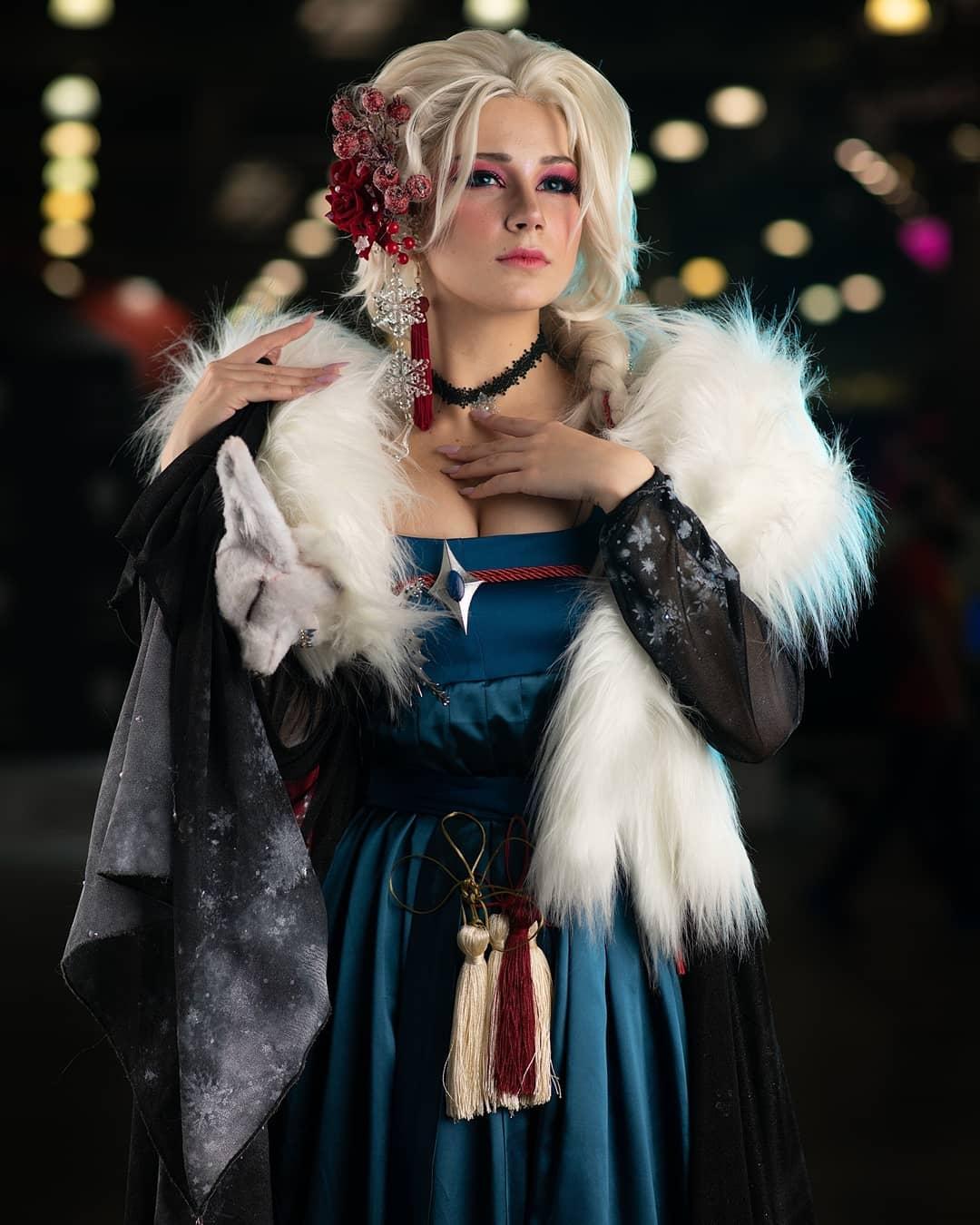 Elsa cosplay by cosplayer Oichichan