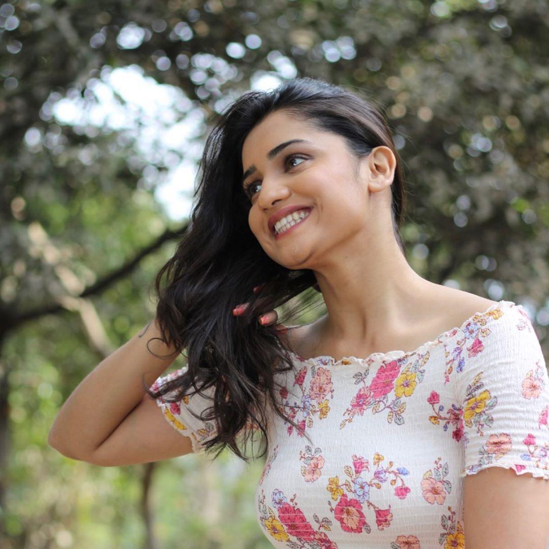 Hruta Durgule marathi actress 19