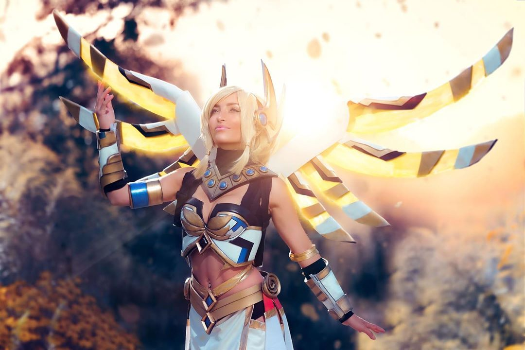 Mercy cosplay by Lisa Mancini