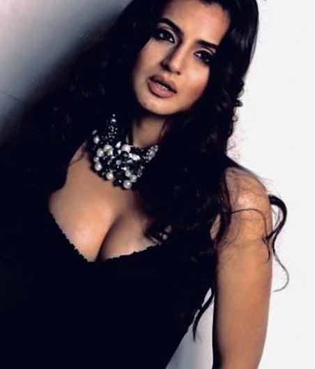 ameesha patel bollywood actress 20
